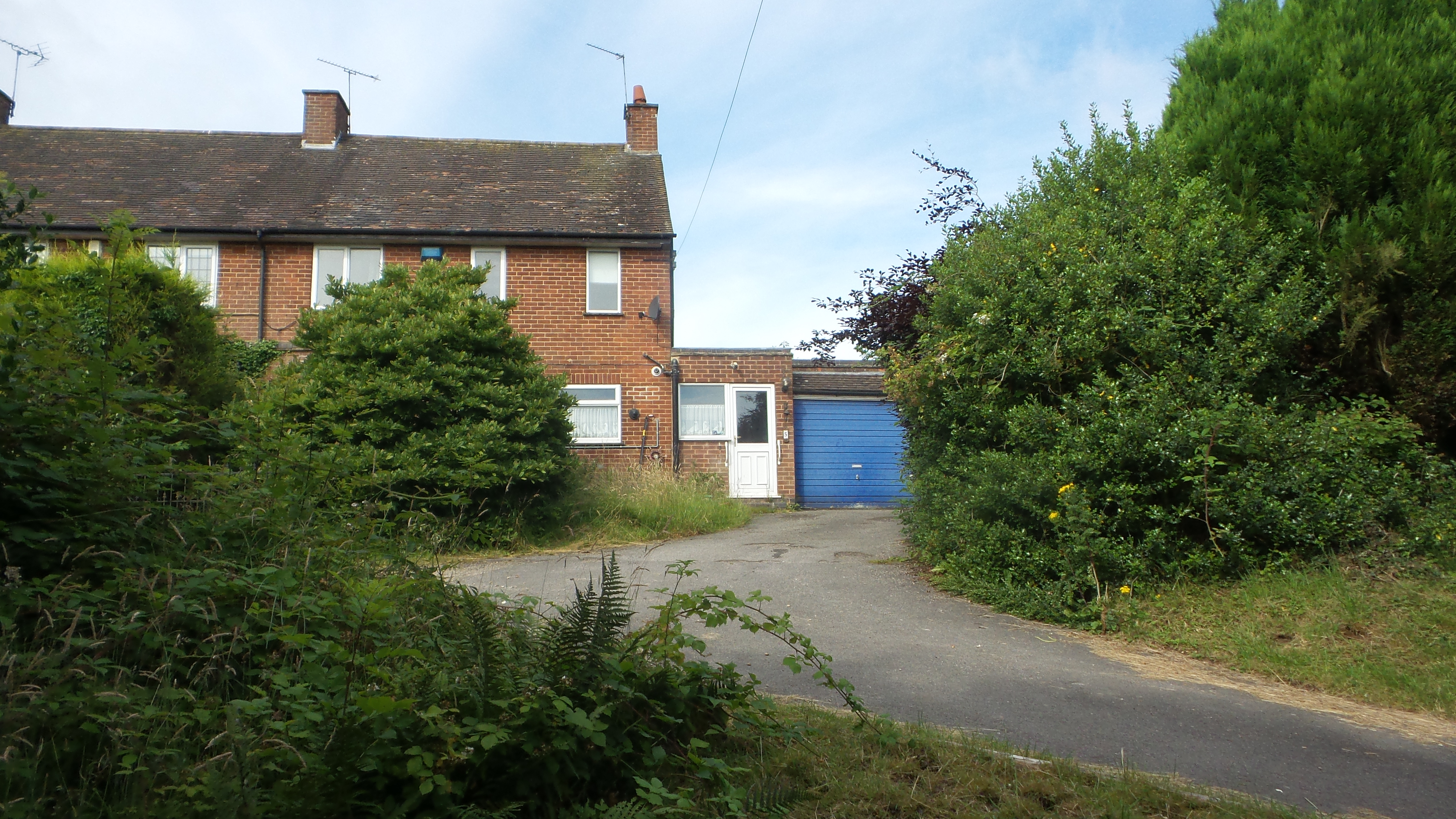 Vacant three bedroomed semi-detached property with one acre paddock.